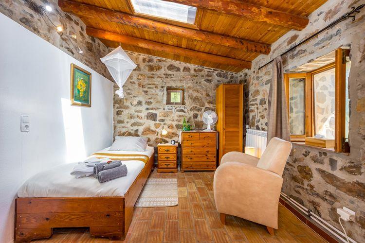 Moinhos Velhos detox fasting retreat/single room/mill